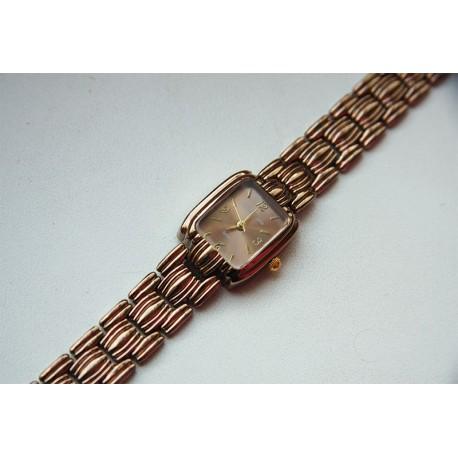 Moteriškas laikrodis rudo aukso spalvos