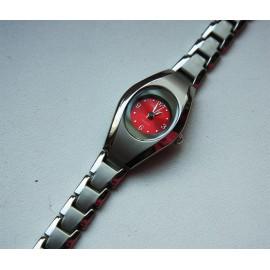 Moteriškas laikrodis raudonu ciferblatu